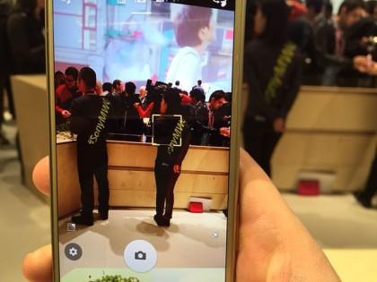 Sony Xperia X:ssä on uusi ennakoiva hybridi automaattitarkennus, joka pitää tarkennuksen tarkasti seurattavaksi asetetussa kohteessa.