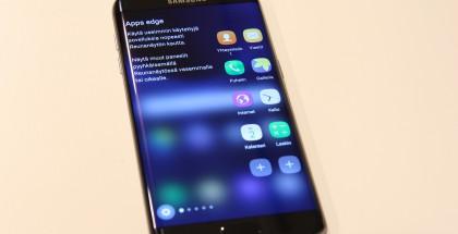 Samsung Galaxy S7 edge on ollut suosittu ja parantanut Samsungin tulosta.