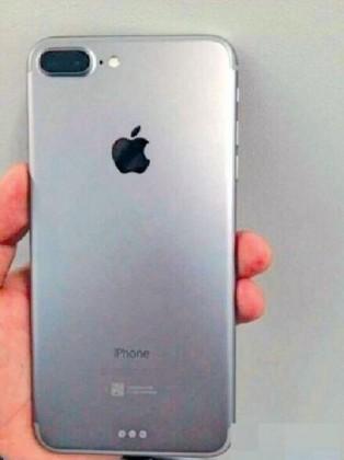 Viime kevään vuotokuvassa iPhone 7 Plussan prototyypissä nähtiin jo Smart Connector -liitäntä.