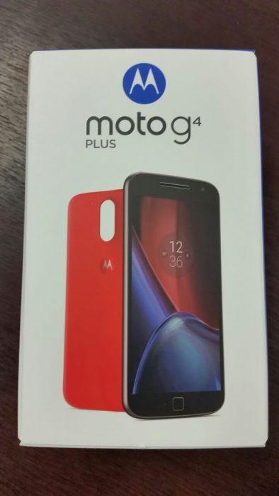 Moto G4 Plus -puhelimen myyntipakkaus vuotokuvassa.