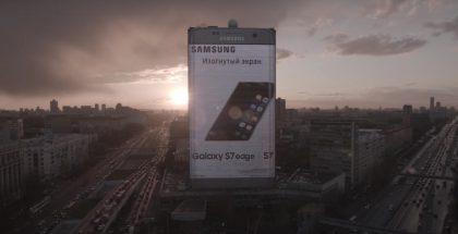 Lähes sata metriä korkea Galaxy S7 edge muistuttaa Moskovan kansalaisia Samsungin olemassa olosta.
