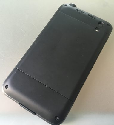 Tough Mobilen muotoilu on tarkoituksenmukaisen pelkistetty ilman turhia krumeluureja.