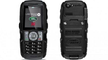 Aiempien aikojen Land Rover -puhelin, jonka takana oli Sonim.