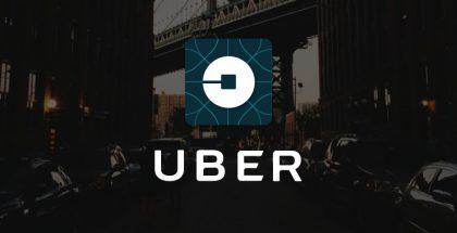 Uber-logo taustalla.