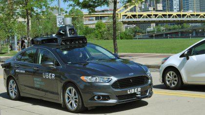 Tältä näyttää Uberin käyttämä, Ford Fusionista kehitetty itseajamisen testiauto.
