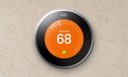 Nestin ensimmäinen ja yhä hallitseva tuote on sen älykäs termostaatti, joka muun muassa oppii automaattisesti käyttäjänsä menemisiä ja mieltymyksiä ja säätää näin itsenäisesti kodin lämpötilaa, myös energiaa säästäen.