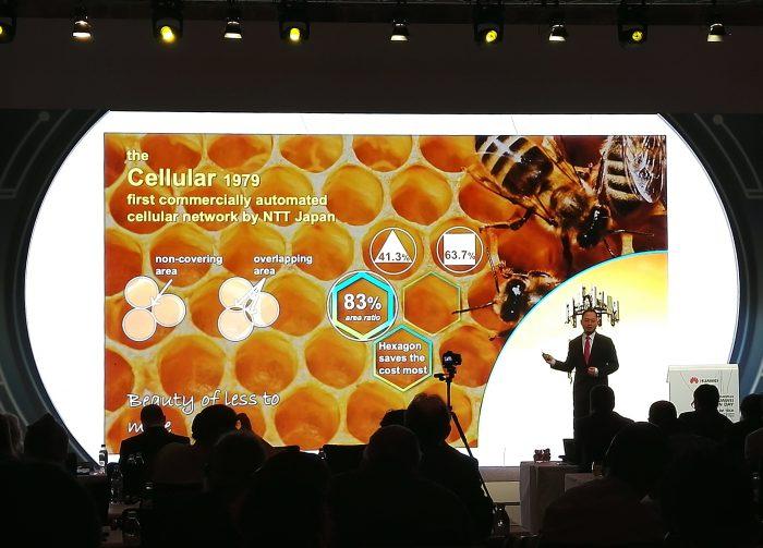 Heng Qiu puhumassa Huawei Innovation Day -tapahtumassa.