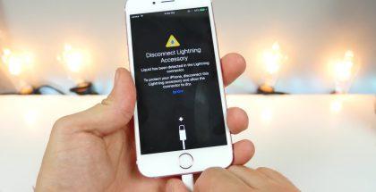 iOS 10:n varoitus kosteudesta Lightning-liitännässä.