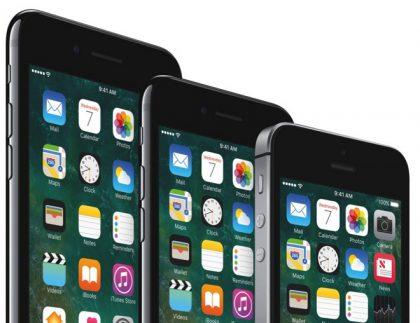 Kuvassa iPhone 7 Plus, iPhone 7 ja iPhone SE.
