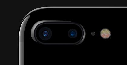 Apple pyrkii kehittämään uusia älykkäämpiä tapoja nähdä maailma kameran läpi. Kuvassa iPhone 7 Plussan kaksoiskamera.