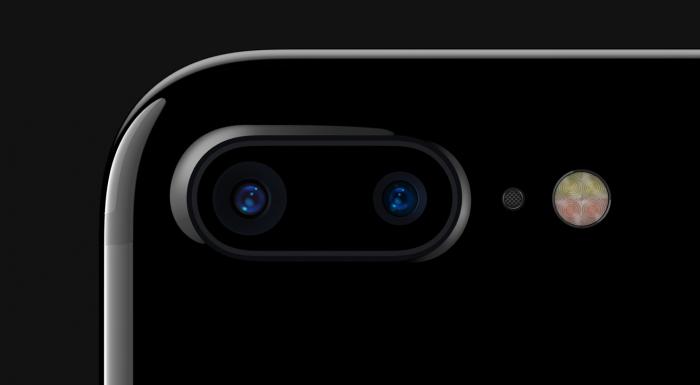 iPhone 7 Plussan kaksi 12 megapikselin kameraa sekä uusi neljän LEDin kuvausvalo.