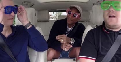 Applen julkistustilaisuus alkoi Tim Cookin saadessa kyydin James Cordenilta. Apple on hankkinut oikeudet suosittuun Carpool Karaoke -sarjaan, joka tullaan näkemään osana Apple Musiikkia pian.