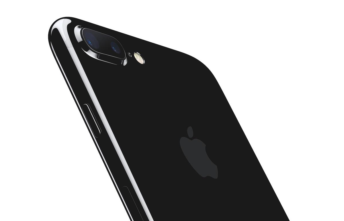 iPhone 7 Plussassa on takana 2x optisen zoomin ja boke-efektin muotokuvatilan tarjoava kaksoiskamera.