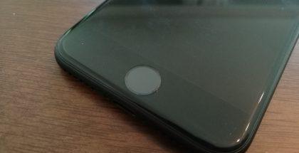 iPhone 7:ssä on uudenlainen kotipainike, minkä vuoksi resetoinnissa hyödynnetään nyt laitteen muita painikkeita.