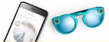 Snapin Spectacles-lasit sisältävät kuvassa vasemmassa kulmassa kameran ja oikealla videotallennuksesta kertovat LED-valot. Videot voi siirtää laseista Snapchat-sovelluksen Muistot-osioon.