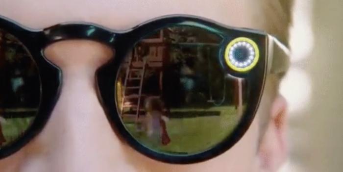 Spectaclesit kertovat selvästi valoilla milloin ne tallentavat videota.