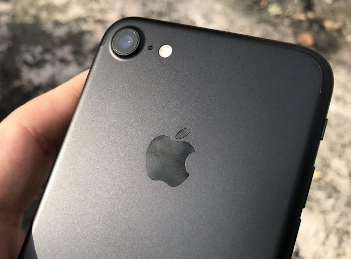 iPhone 7:n kameraa on aiempaa parempi ja poikkeaa myös ulkonäöltään aiemmasta.