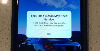 iPhone kertoo kotipainikkeen kenties tarvitsevan huoltoa ja luo näytöllä näkyvän virtuaalisen kotipainikkeen korvikkeen.f