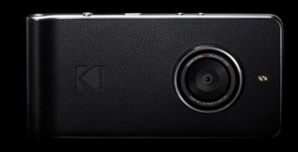 Kodak Ektra -älypuhelimessa huomio kiinnittyy kameraan.