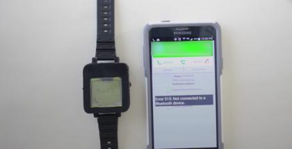 Nokia 1100:n rippeistä syntynyt älykello vastaanottaa ilmoituksia Bluetooth-yhteydellä älypuhelimesta.