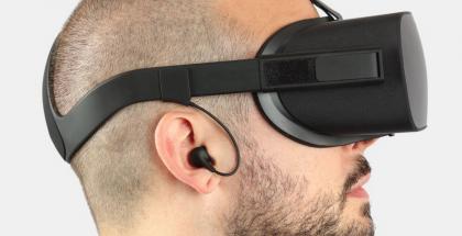 Oculus Rift ja uudet kuulokkeet.