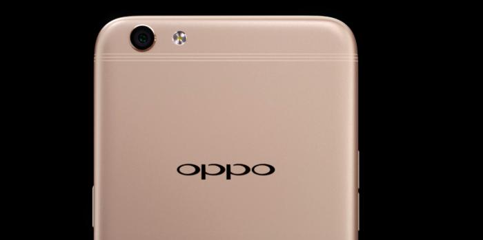 Oppo R9s:ssä ja R9s Plussassa on kolmiosaiset antennijuovat.