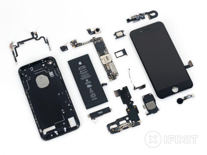 iPhone 7 iFixitin purkamana.