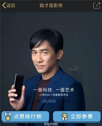 Xiaomi Mi Note 2 kiinalaisnäyttelijä Tony Leungin kädessä.