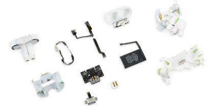 iFixit rikkoi Applen AirPodsit osiinsa.