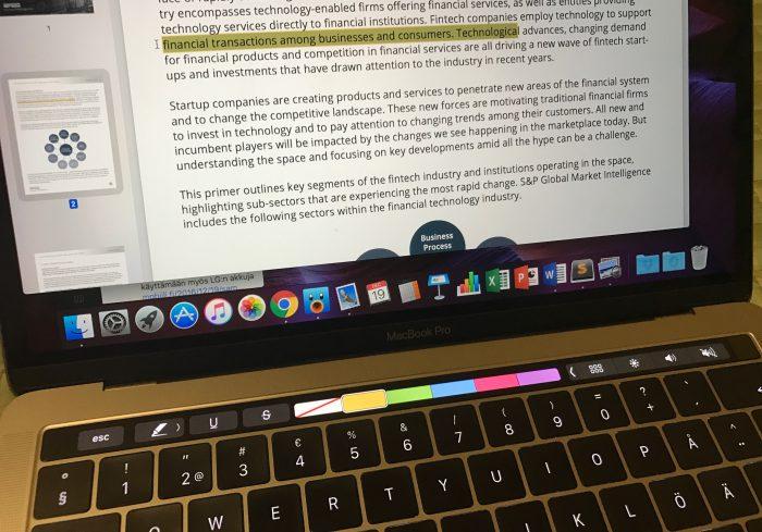 Touch Bar avittaa korostamista PDF-asiakirjoissa.