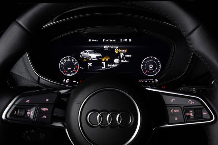 Rightwaren teknologiaa Audi TT:n mittaristossa.