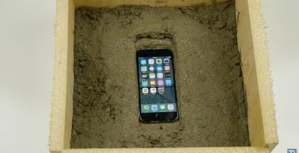 TechRax iPhone 7 betonissa