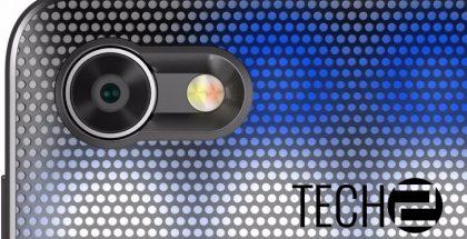 Alcatelin puhelin vaihtaa väriä kuoren LED-valaistuksen ansiosta.