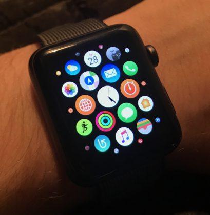 Kamala sovellusvalikko on yhä jäljellä. Toivottavasti Apple korvaisi sen paremmalla watchOS 4:ssä.
