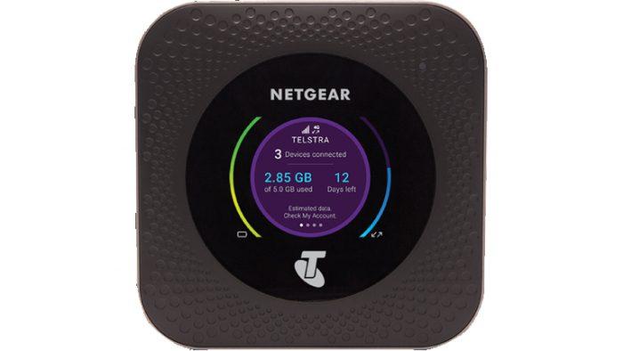 Netgearin gigabittiluokan 4G-nopeuksiin yltävä Nighthawk M1 -mobiilireititin.