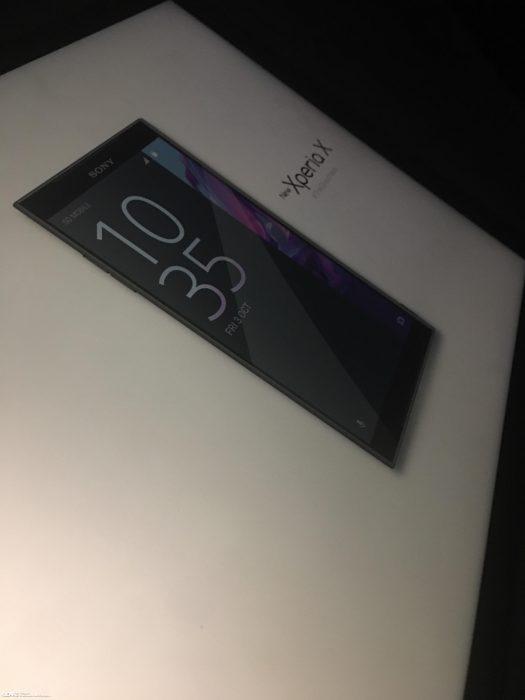 Väitetty /Leaksin julkaisema kuva uutta Sony Xperia X:ää esittelevästä materiaalista.