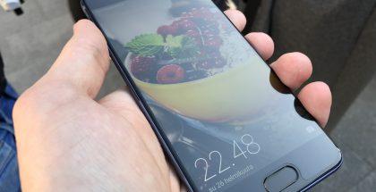 Huawei P10:n näytön pinta säilyi puhtaana vain hetken.