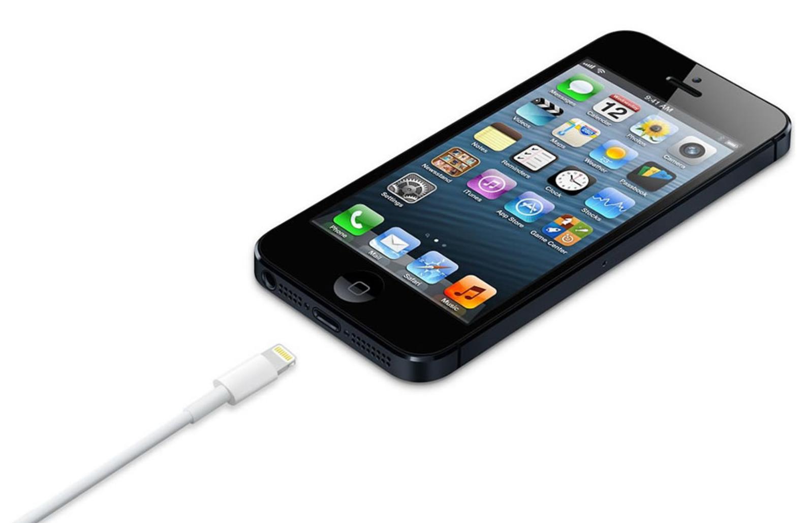 iPhone 5 esitteli Lightning-liitännän.