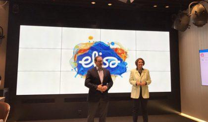 Elisa avasi oman 700 megahertsin 4G-verkkonsa yhdessä liikenne- ja viestintäministerin kanssa soitetulla videopuhelulla Liperiin, jossa uusi taajuus oli jo verkossa käytössä ensimmäisten kohteiden joukossa. Kuvassa myös Elisan toimitusjohtaja Veli-Matti Mattila.