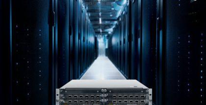 Nokia AirScale etualalla ja taustalla Nokia AirFrame -datakeskusratkaisu.