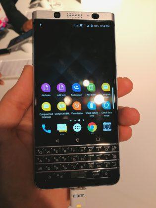 BlackBerry KEYone on erikoinen, koska puhelimia täysnäppäimistöllä ei juuri enää tapaa.