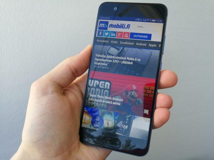 Huawei P10:n näyttö on hyvä. Kirkkaus ja katselukulmat ovat riittävällä tasolla.