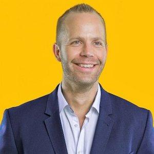 HMD Globalin tuotteista vastaava johtaja Juho Sarvikas.