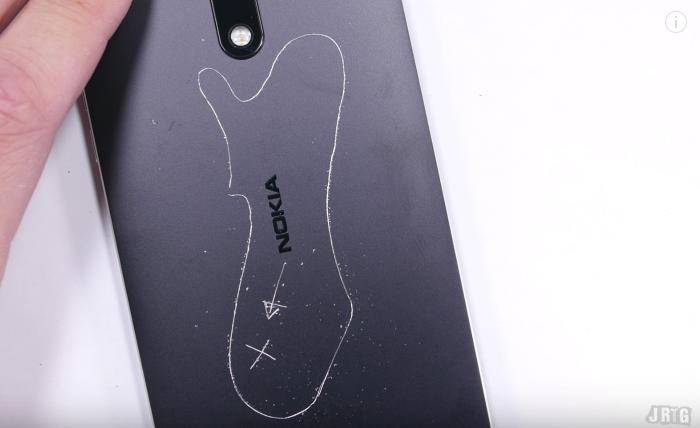 Suomen kartta kaivertui Nokia 6:n metalliseen runkoon.