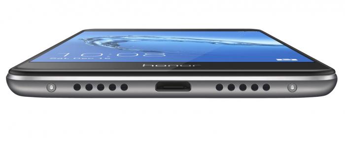 Honor 6C:ssä on vielä Micro-USB-liitäntä.