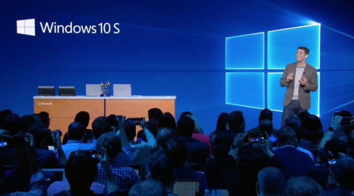 Microsoftin Windows- ja laiteyksikön vetäjä Terry Myerson esitteli Windows 10 S:n.