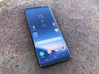Nykyisessä Samsung Galaxy S8:ssa on vielä huomattavat reunukset näytön ylä- ja alapuolella.