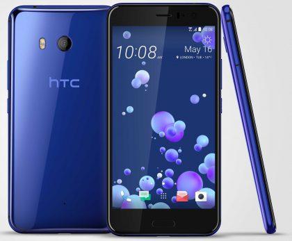 Kevään HTC U11 Sapphire Blue -värissä.