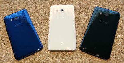 HTC U11:n sininen, valkoinen ja musta värivaihtoehto. Kuvasta puuttuvat hopea Amazing Silver sekä punainen.