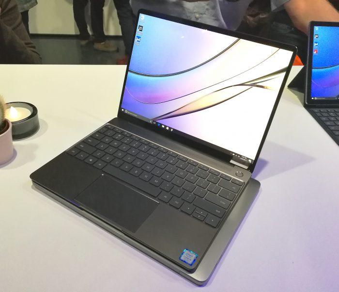 MateBook X:n näppäimistön tuntuma on erinomainen - nopealla kokeilulla se peittoaa MacBook Pron, vaikka siihen on jo henkilökohtaisesti tullut totuttua.